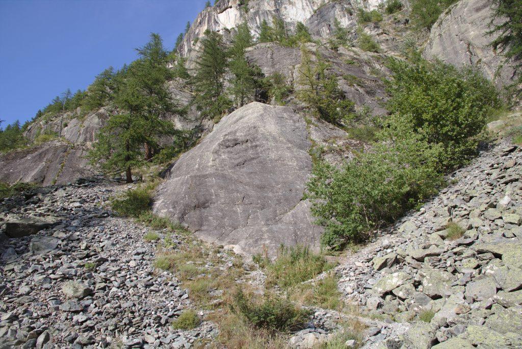Autre jour tranquillou, cela n'a pas l'air mais ce bombé de pierre aussi lisse et galbé qu'un séant féminin se grimpe lui aussi.
